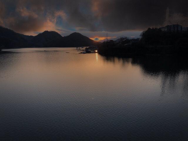 夕暮れの相模湖